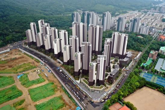 ▲아파트 입주 물량이 갈수록 줄고 있다. 사진은 지난해 8월 입주한 서울 강남구 개포동 '디에이치 아너힐즈' 아파트(옛 개포주공3단지) 전경.  ((사진 제공=현대건설))