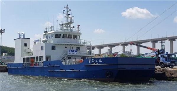 ▲국내 첫 LNG 추진 관공선 '청화2호' (출처=해양수산부)
