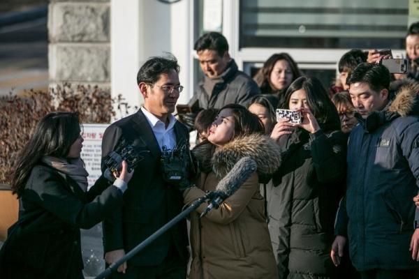 ▲2018년 2월 5일 서울구치소에서 석방된 이재용 삼성그룹 부회장. 블룸버그
