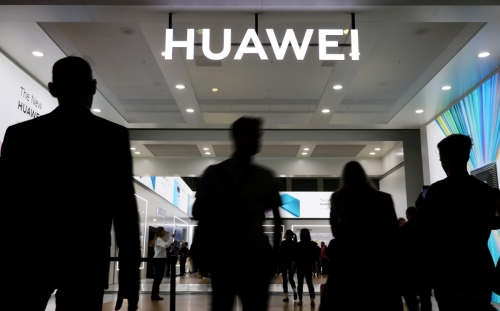 ▲6일(현지시간) 독일 베를린에서 열린 박람회에 중국 통신장비업체 화웨이의 로고가 보인다. 베를린/로이터연합뉴스
