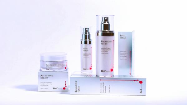 ▲프로스테믹스가 이번에는 세포 간 핵심신호전달물질인 엑소좀을 활용해 세포 활성화 유효성분 등의 피부 전달력을 높인 프리미엄 화장품 브랜드 '레드스테믹스(Redsemics)'를 론칭했다.(프로스테믹스)
