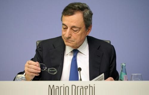 ▲마리오 드라기 유럽중앙은행(ECB) 총재가 24일(현지시간) 독일 프랑크푸르트에서 ECB 통화정책회의를 마치고 나서 총재로서 마지막 기자회견을 하고 있다. 프랑크푸르트/EPA연합뉴스