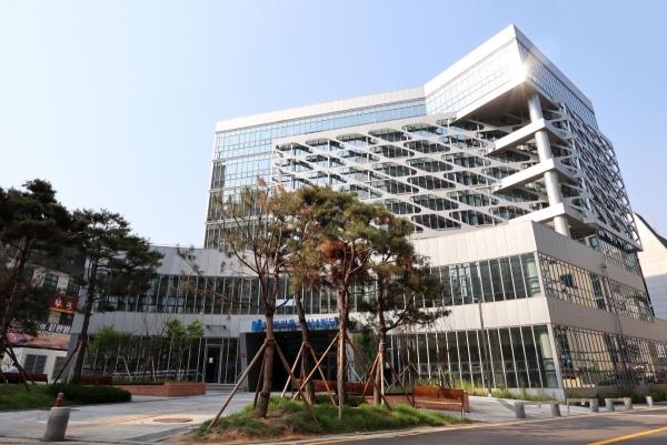 ▲스파크플러스 선릉3호점이 들어서는 나라키움 역삼A빌딩 전경.(사진 제공=스파크플러스)