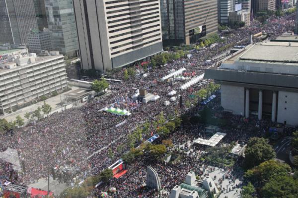 ▲한글날인 9일 서울 광화문광장에서 범보수단체 주최로 열린 조국 법무부 장관 사퇴 촉구 집회에 시민들이 참여해 있다. (연합뉴스)