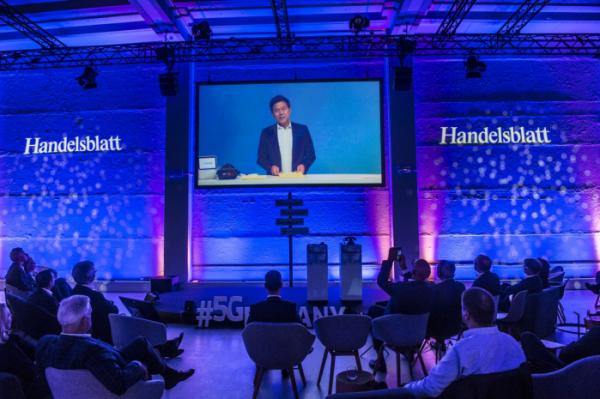 ▲박정호 SK텔레콤 사장이 지난달 27일 독일 베를린에서 열린 '5Germany' 국제 컨퍼런스에서 독일 내 정·재계 인사들에게 5G 혁신 스토리와 노하우를 전수했다.(사진제공=SK텔레콤)