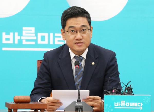 ▲바른미래당 오신환 원내대표가 15일 오전 국회에서 열린 국감대책회의에서 발언하고 있다. (연합뉴스)