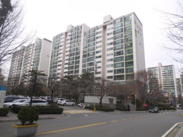 ▲경기 성남시 분당구 이매동 아름마을아파트 305동.(사진 제공=지지옥션)