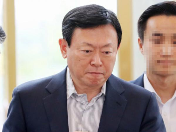 ▲신동빈 롯데그룹 회장이 지난해 사장단 회의에 참석하고 있다. (뉴시스)