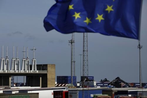 ▲벨기에 북서부에 있는 쩨브뤼헤 항만에서 지난달 24일(현지시간) EU 깃발이 바람에 펄럭이고 있다. 쩨브뤼헤/AP뉴시스.