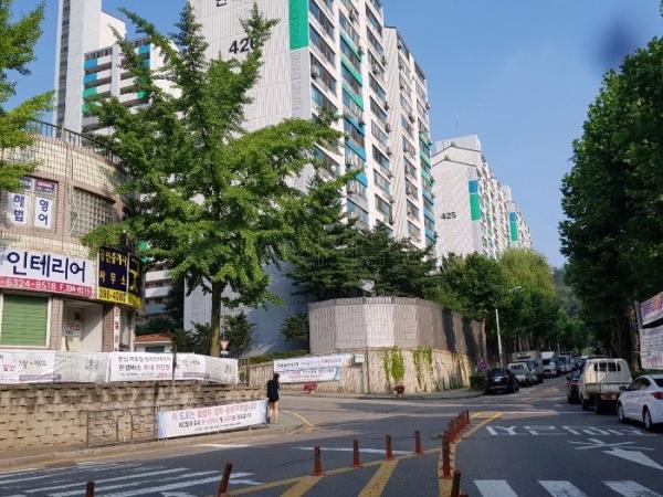 ▲경기 군포시 산본동 1156-15 주공4단지한라아파트 423동.(사진 제공=지지옥션)