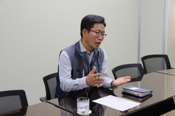 ▲이세용 엔에스 대표가 인터뷰를 진행하고 있다.