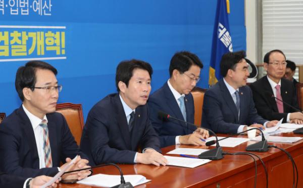 ▲24일 국회에서 열린 더불어민주당 정책조정회의. (연합뉴스)