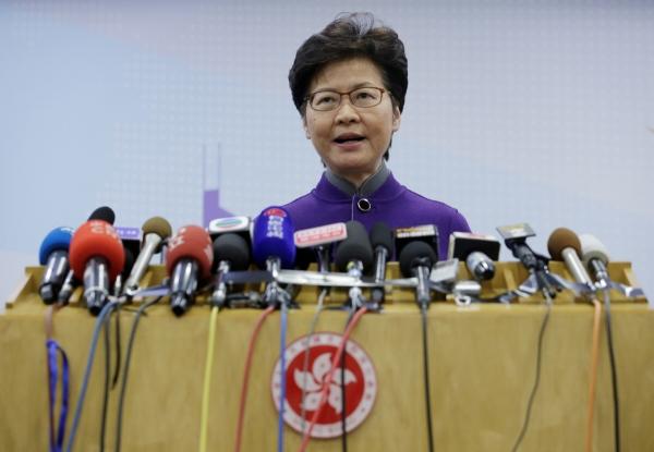 ▲캐리 람 홍콩 행정장관이 6일(현지시간) 중국 베이징에 있는 홍콩특별행정구 관공서에서 기자회견을 하고 있다. 베이징/로이터연합뉴스.