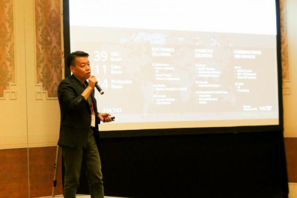 ▲LG전자 로봇사업센터장 노진서 전무가 7일 마카오에 있는 콘래드 호텔에서 열린 'LG ROS(LG Robot Seminar)'에서 로봇사업의 비전과 전략을 소개하고 있다. (사진제공=LG전자)