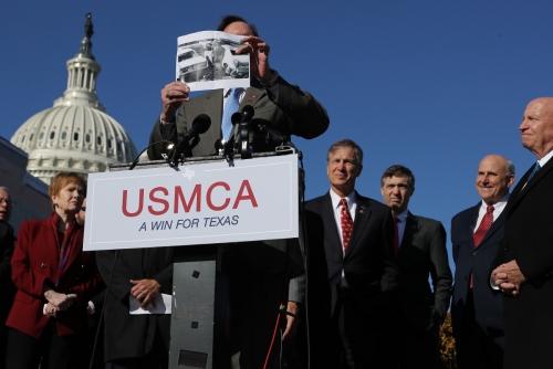 ▲5일(현지시간) 미국 하원 의원들이 USMCA 협정안 통과를 촉구하는 기자회견을 하고 있다. 워싱턴D.C./AFP연합뉴스