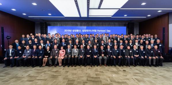▲삼성물산과 삼성엔지니어링이 지난 5일 개최한 파트너스 데이에서 참석자들이 단체사진을 찍고 있다. (사진 제공=삼성물산)