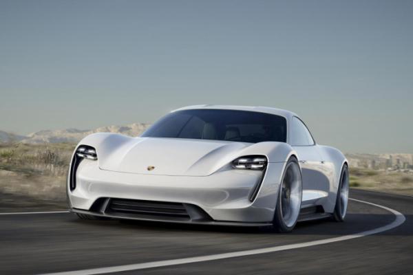 ▲포르쉐의 본격 전기 스포츠카인 '타이칸'이 유럽 올해의 차의 유력한 경쟁자로 꼽힌다. 사진은 타이칸의 밑그림이 된 콘셉트카 '미션 E'의 모습.   (출처=미디어포르쉐)