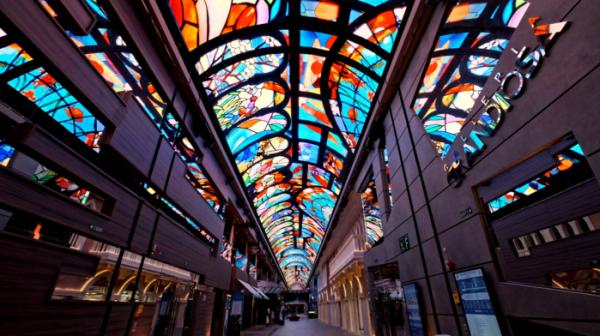 ▲세계에서 6번째로 큰 초대형 크루즈선 '그란디오사'호 내부 갤러리아 천장에 설치된 삼성전자 초대형 스마트 LED 사이니지.  (사진제공=삼성전자)