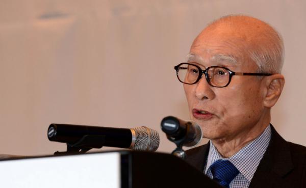 ▲대우그룹 김우중 전 회장이 지난 2017년 열린 대우그룹 창업 50주년 기념식에 참석해 기념사를 하고 있다.  (뉴시스)