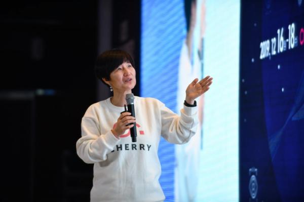 ▲이포넷 이수정 대표가 '2019 블록체인 진흥주간' 컨퍼런스 중 발표를 진행하고 있다.