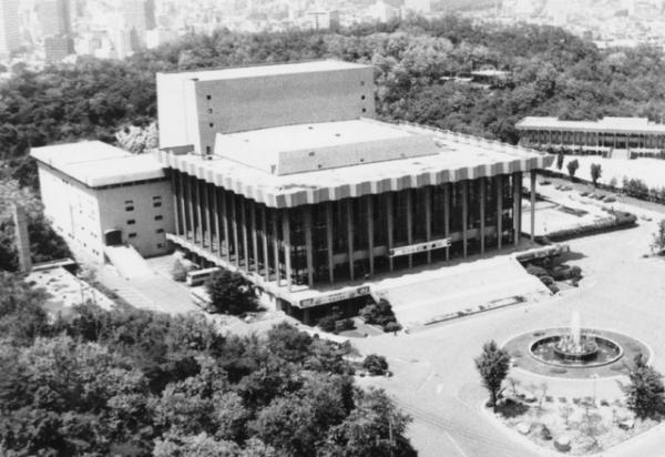 ▲1973년10월17일 장충동 국립극장 개관.
