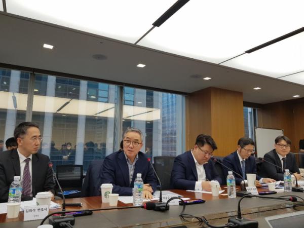 ▲한국디지털헬스산업협회와 한국바이오협회는 28일 한국기술센터에서'데이터3법 개정과 의료기기산업법 제정에 따른 바이오헬스산업 전망'에 대한 기자간담회를 개최했다.