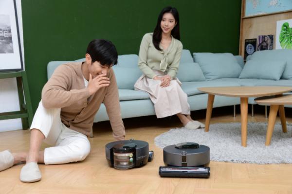 ▲LG전자가 지난 2월 출시한 로봇청소기 신제품 'LG 코드제로 씽큐 R9 보이스'. (사진제공=LG전자)