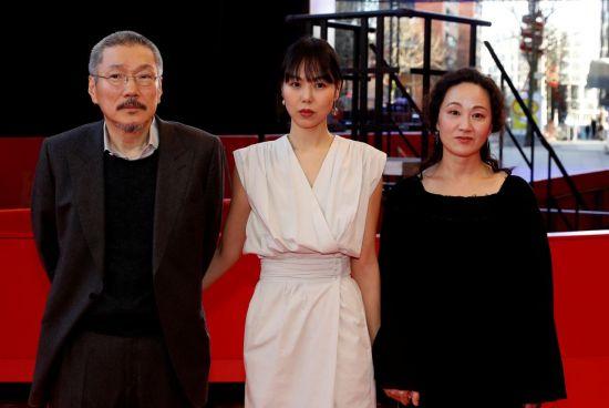 ▲홍상수 감독이 베를린영화제에서 신작 '도망친 여자'로 은곰상 감독상을 수상했다.  (연합뉴스)