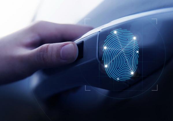 ▲지문을 이용해 도어 잠금장치를 해제하는 기술은 이미 보편화됐다. 앞으로 운전자의 모션을 인식해 문을 열어주는 방식도 나온다. 이른바 '비접촉' 제어 방식 가운데 하나다.  (사진제공=현대차)