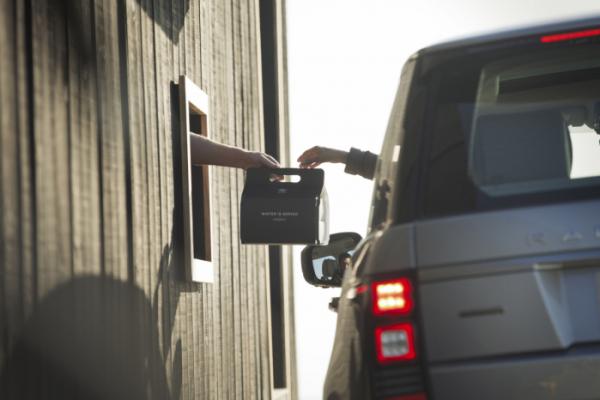 ▲'드라이브 스루'는 자동차 산업의 발달과 한 손에 음식을 쥐고 먹을 수 있는 패스트푸드 문화가 접목된 유통 방식이다.  (출처=뉴스프레스UK)