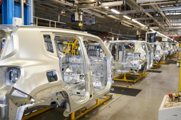▲코로나19 확산으로 유럽 주요국 자동차 공장이 가동 중단 사태를 겪었다. 사진은 독일 멜피에 자리한 지프 공장.  (출처=뉴스프레스)