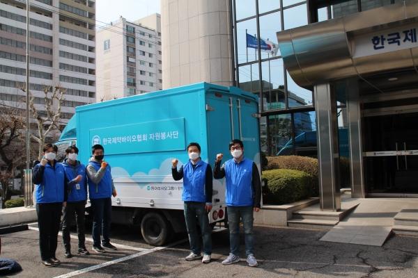 ▲동아쏘시오홀딩스 봉사약국 트럭.