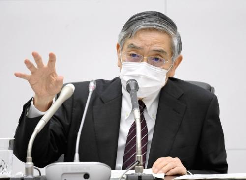 ▲구로다 하루히코 일본은행 총재가 4월27일 언론 브리핑에서 발언하고 있다. 도쿄/AP연합뉴스