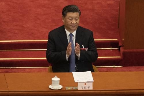 ▲시진핑 중국 국가주석이 25일(현지시간) 베이징 인민대회당에서 열린 전국인민대표대회(전인대) 2차 전체회의에 참석해 박수치고 있다. 베이징/AP연합뉴스