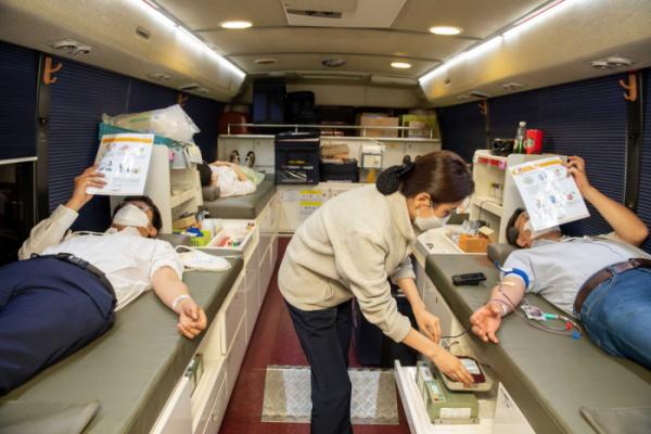 ▲넥센타이어가 14일 서울 마곡에 있는 중앙연구소에서 임직원이 참여하는 헌혈 캠페인을 열었다.  (사진제공=넥센타이어)