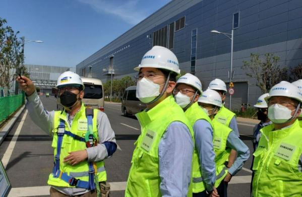 ▲이재용 삼성전자 부회장이 18일 중국 시안반도체 공장을 방문해 글로벌 현장 경영을 이어갔다. (사진제공=삼성전자)