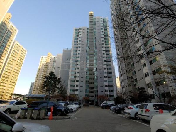 ▲서울 강북구 미아동 SK북한산시티 아파트 모습. (사진 제공=지지옥션)