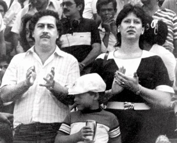 ▲파블로 에스코바르(왼쪽)는 코카인으로 번 돈으로 축구단도 운영했다. (AP/뉴시스)