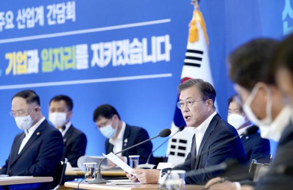 ▲문재인 대통령이 21일 열린 주요 산업계 간담회에서 발언하고 있다. (청와대 제공)