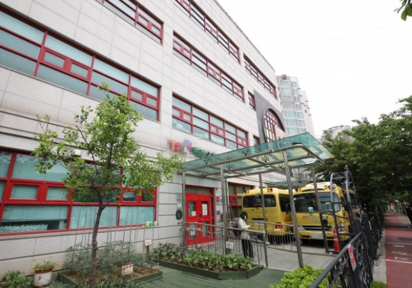 ▲강서구에서 코로나19 확진 판정을 받은 유치원생이 다니던 예일유치원 (연합뉴스)