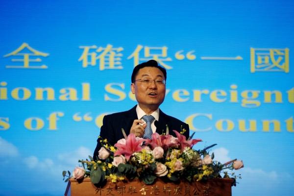 ▲셰펑 중국 외교부 홍콩주재사무소장이 25일(현지시간) 기자회견을 하고 있다. 홍콩/로이터연합뉴스