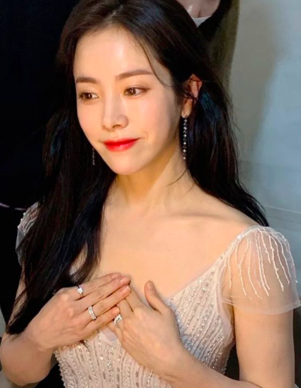 한지민 드레스, '백상예술대상 2020'서 시선 싹쓸이…'시상자로 등장 순간 감탄만발!'