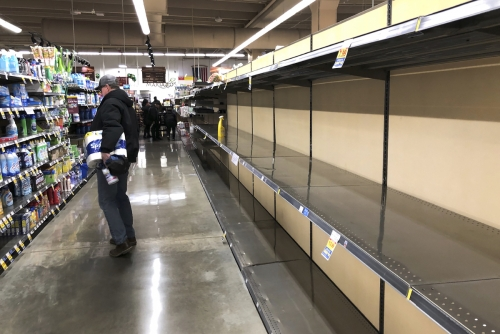 ▲미 일리노이주 시카고의 한 슈퍼마켓 진열대가 텅 비어 있다. 시카고/AP뉴시스