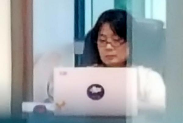 ▲윤미향 더불어민주당 의원이 1일 오전 서울 여의도 국회의사당 의원실에 출근해 업무를 보고 있다. (뉴시스)