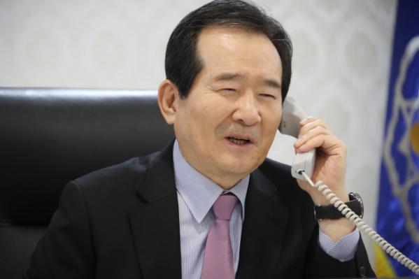 ▲정세균 국무총리가 정부서울청사 집무실에서 전화 통화하고 있다.  (연합뉴스)