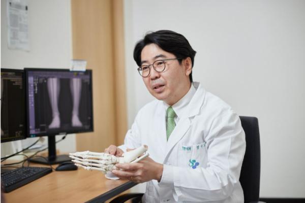 ▲경희대학교병원 정형외과 정비오 교수 (경희대학교병원)