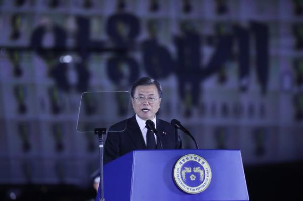 ▲문재인 대통령이 25일 서울공항에서 열린 6·25전쟁 70주년 행사에서 기념사를 하고 있다.  (연합뉴스)