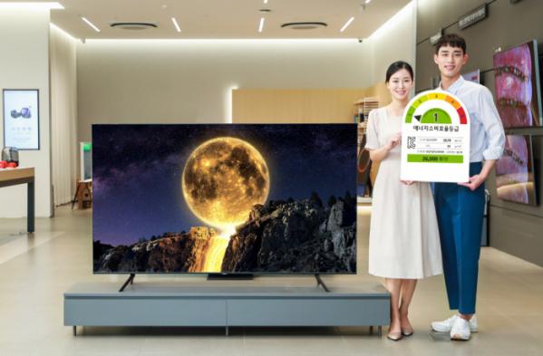 ▲삼성전자와 LG전자는 고부가가치 제품인 QLED와 OLED 기술을 키우고 있다. LCD TV 시장은 중국산 저가제품의 공세 탓에 손을 뗀지 오래다.  (사진제공=삼성전자)