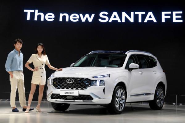 ▲현대자동차의 대표적인 중형 SUV 싼타페가 2년 만에 신차급 부분변경 모델로 출시됐다.  (사진제공=현대차)