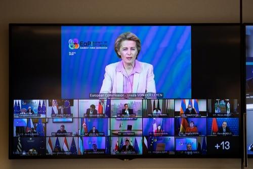 ▲우르줄라 폰데어라이엔 유럽연합(EU) 집행위원장이 18일(현지시간) 'EU-동부파트너십' 정상회의를 화상으로 진행하고 있다. 브뤼셀/로이터연합뉴스